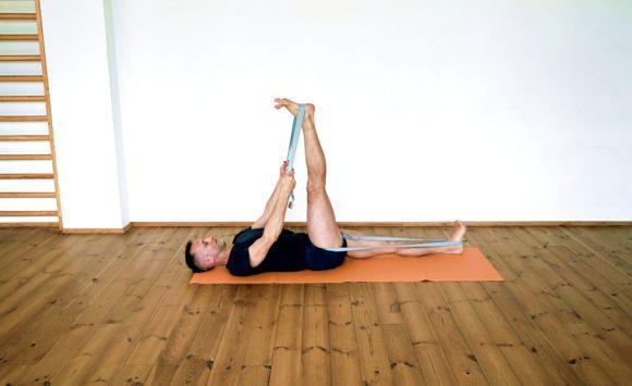 Joga na bóle krzyża – terapia w metodzie Iyengara
